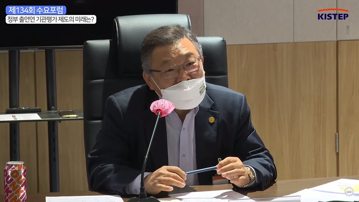 제134회 수요포럼패널토론 중인 이정환 한국재료연구원 원장
